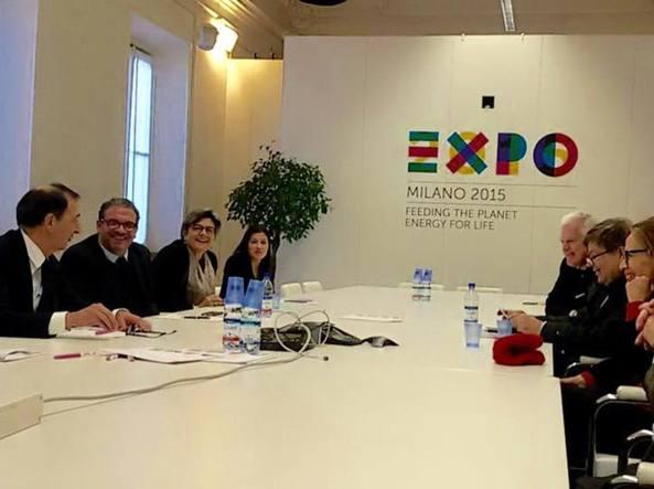 La foto pubblicata su Facebook: Giuseppe Sala, a sinistra, riceve una delegazione della comunità ebraica nella sede di Expo
